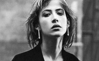 Французская Лолита Софи Марсо: муза и жена в 16 лет, новая жизнь после 50-ти и как сейчас выглядит актриса