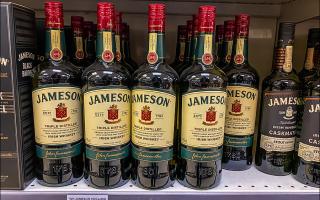 Увидел своими глазами реальный; Налоговый Рай: смешные цены на элитный алкоголь и лобстеров в Андорре