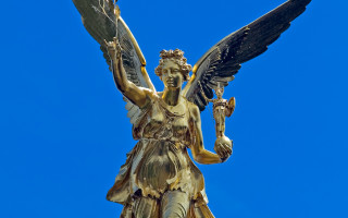 Крылатая богиня победы у греков