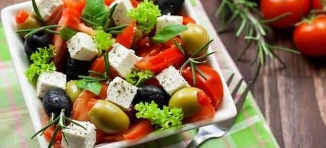Какой сыр добавляют в греческий салат