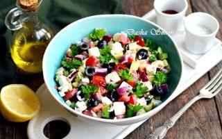 Чем заправить греческий салат в домашних условиях
