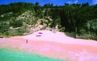 Остров с розовым песком