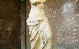 Античные скульптуры женщин