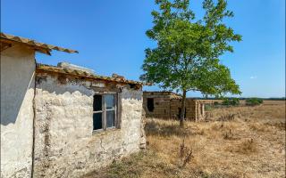 Нашел в Крыму дом, который за 10 лет не смогли продать даже за 100 тысяч рублей