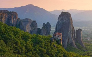 Храм Озеро в греции красиво написать
