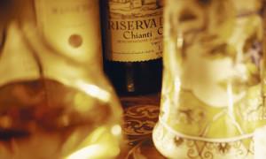 Вино с петухом на этикетке