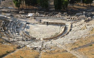 Театр диониса греция
